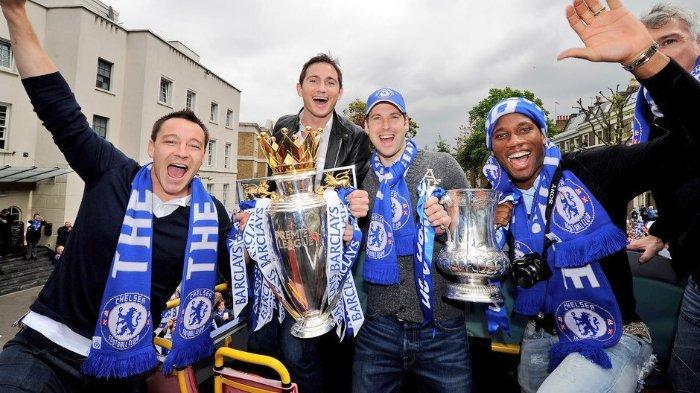 Petr Cech bersama rekan-rekannya di Chelsea FC, John Terry, Frank Lampard dan Didier Drogba.