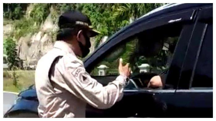 Diingatkan Petugas PSBB untuk Pakai Masker, Oknum Anggota DPRD Pasaman Ini Pilih Tancap Gas