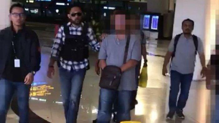 Pilot penerbangan swasta berinisial IR yang sebarkan ujaran kebencian melalui Facebook-nya.