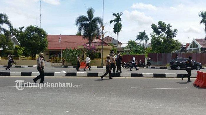 Diduga Masuk ke Rumah Dinas Wakapolda, Satu Orang Pelaku Kabur dari Arah Belakang Mapolda Riau