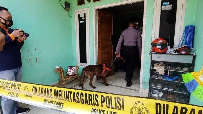 Polisi Kerahkan Anjing Pelacak di Lokasi Rumah Perampokan dan Tindakan Asusila di Bekasi.