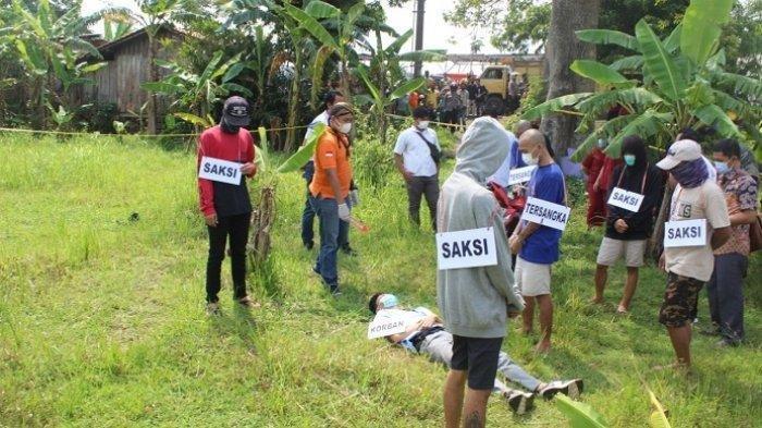 Polresta Banyumas menggelar rekonstruksi kasus penganiayaan yang berujung kematian di Jalan Lingkar Ajibarang, Rabu (5/5/2021).