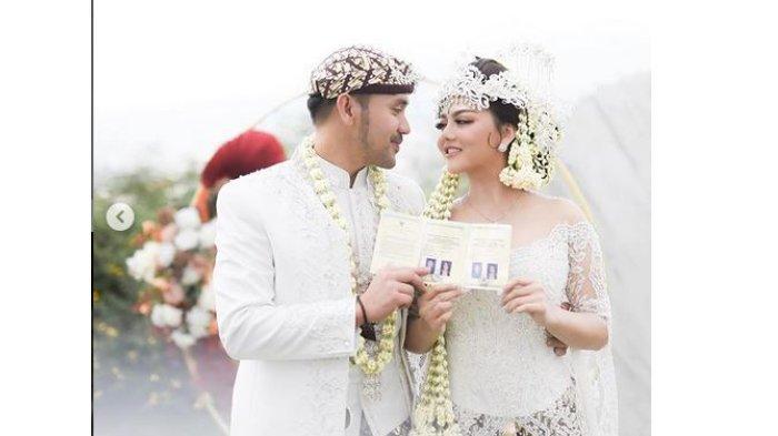 https://cdn-2.tstatic.net/wow/foto/bank/images/potret-pernikahan-jenita-janet-dan-danu-sofwan-gg.jpg