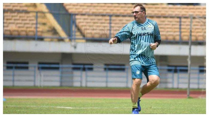 Video Latihan Mandiri Ala Pelatih Persib Bandung Robert Alberts di Tengah Pandemi Virus Corona