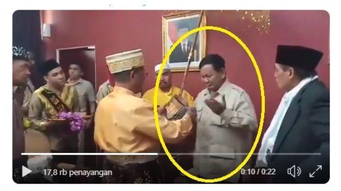 Video Reaksi Prabowo yang 'Salah Tingkah' saat Diberi Gelar Datok Sri Setia Negara