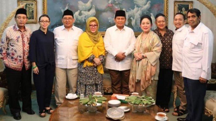 Prabowo Subianto bersilahturahmi ke kediaman Titiek Soeharto pada 10 Agustus 2018 lalu.
