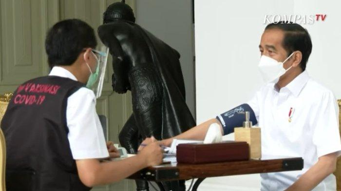 Sederet Pertanyaan Dokter ke Jokowi sebelum Divaksin Covid, Presiden Jawab Santai sambil Terbahak