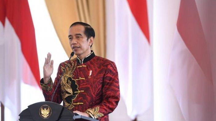 Presiden Joko Widodo (Jokowi) mengenakan kemeja cheongsam rancangan Anne Avantie pada perayaan Imlek 2021 yang diselenggarakan secara virtual, Sabtu (20/2/2021).