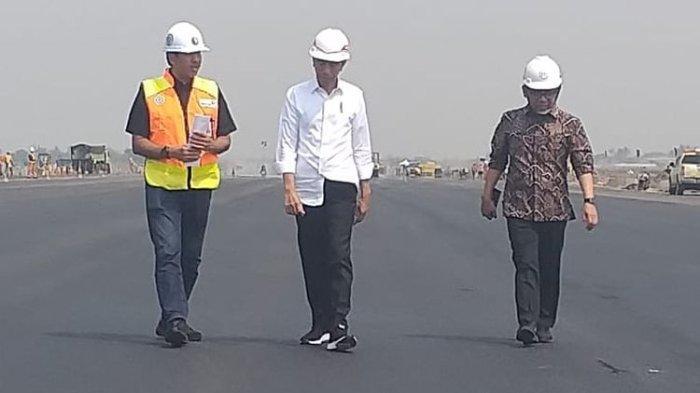 Presiden Joko Widodo, Jumat (21/6/2019) pagi berkunjung ke proyek pengerjaan runway di Bandar Udara Internasional Soekarno-Hatta. Yang menarik dari kunjungnanya kali ini adalah, hari ini merupakan hari ulang tahun ke-58 dari Jokowi.