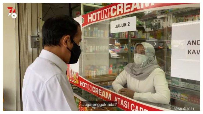 Presiden Jokowi mendatangi Apoteng Villa Duta di Kota Bogor untuk mencari sejumlah obat-obatan Covid-19, Jumat (23/7/2021).