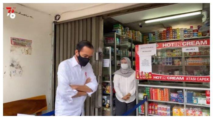 Presiden Jokowi melakukan sidak ketersediaan obat Covid-19 di Apotek Villa Duta, Kota Bogor, Jumat (23/7/2021).