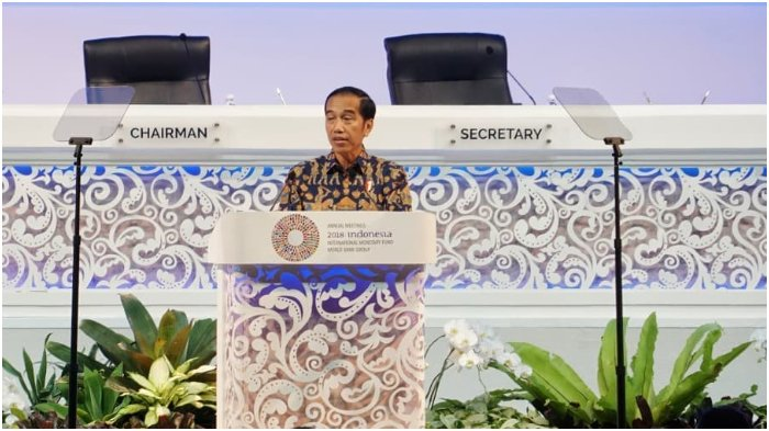 Presiden Joko Widodo memberikan sambutan pembuka pada Annual Meeting International Monetary Fund World Bank Group (IMF-WB), di Nusa Dua Hall, Bali Nusa Dua Convention Center (BNDCC), Bali, Jumat (12/10) pagi.