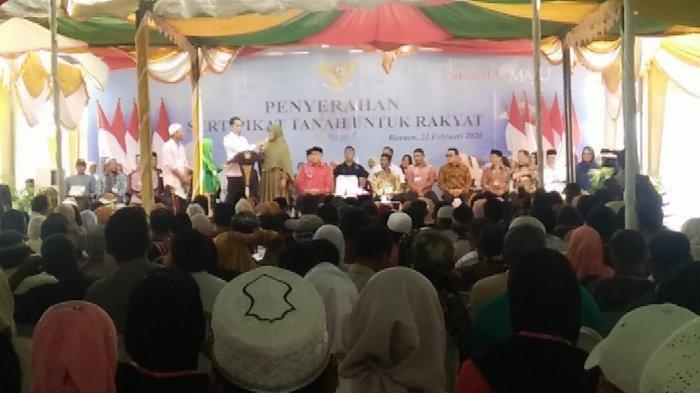 Ditanya Nama-nama Ikan oleh Jokowi, IRT di Bireuen Buat Ribuan Orang Tertawa karena Sebut Ikan Mulus