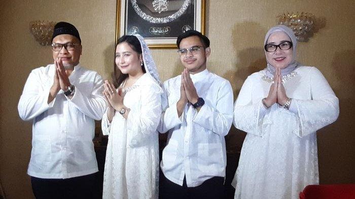 Prilly Latuconsina dan keluarganya saat ditemui Grid.ID di Tangerang, Banten, Rabu (5/6/2019).