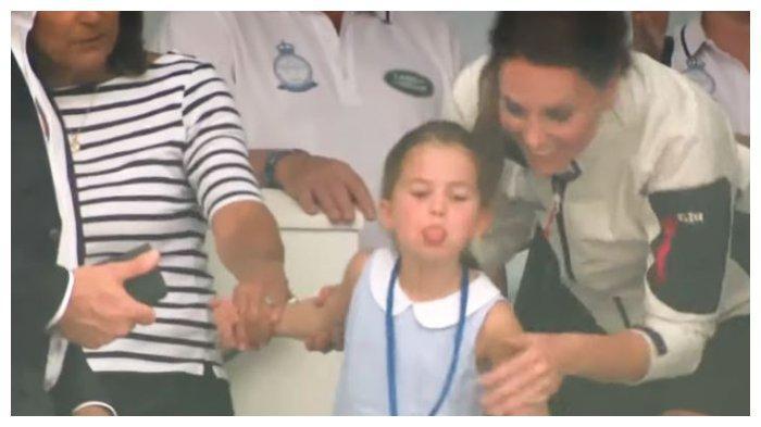 Kate Middleton Tuai Pujian saat Menghadapi Tingkah Princess Charlotte di Depan Awak Media
