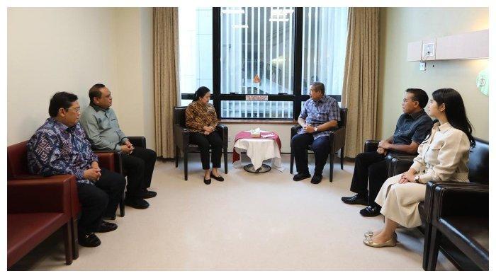 Puan Maharani Jenguk Ani Yudhoyono di Singapura, Begini Reaksi Andi Arief