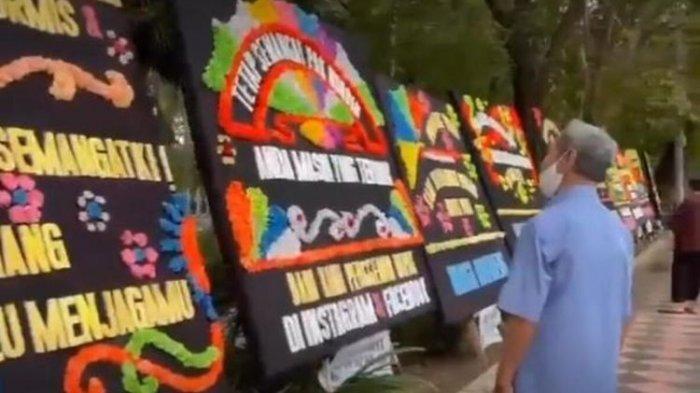 Karangan Bunga untuk Nurdin Abdullah Penuhi Rumah Dinas Gubernur Sulsel, Lihat Isi Pesannya