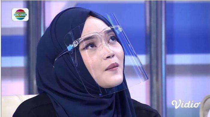 Putri Delina Menangis Curhat Sifat Asli Sule saat di Rumah: Suka Sedih kalau Bahas Orangtua