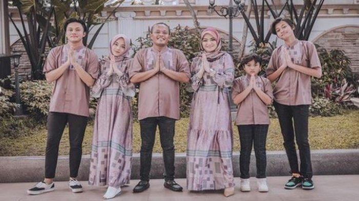 Putri Delina mengunggah foto keluarga saat Lebaran bersama Sule, Nathalie Holscher, Rizky Febian, Rizwan Fadilah dan Ferdinan Ardiansyah, Kamis (13/5/2021).