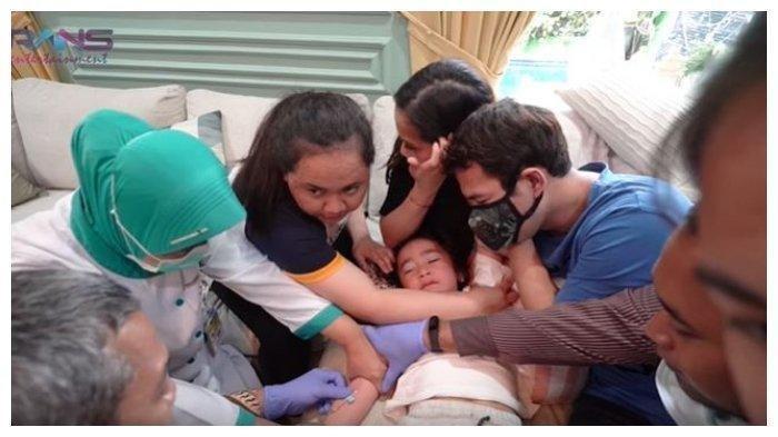 Raffi Ahmad dan Nagita Paksa Rafathar yang Kabur Tolak Tes Kesehatan, Sampai Harus Dipegangi 7 Orang