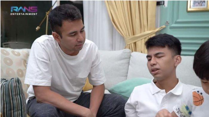 Raffi Ahmad (kiri) mendengarkan keluhan Dimas Ramadhan yang mengaku merasa lelah bekerja di dunia hiburan, diunggah Minggu (28/11/2020).