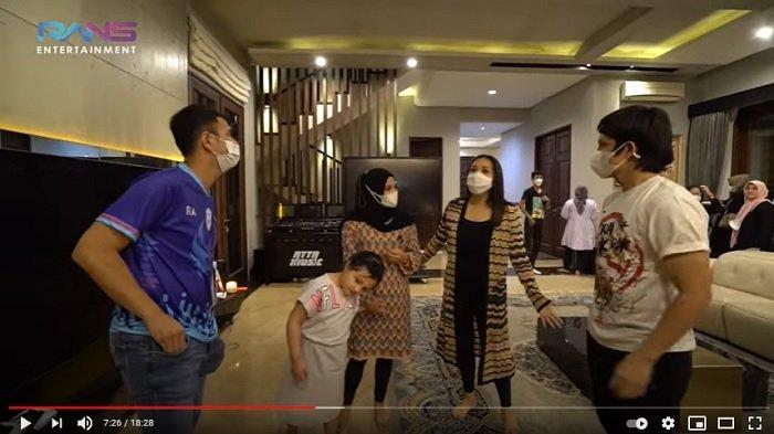 Raffi Ahmad dan Nagita Slavina di rumah Atta Aurel