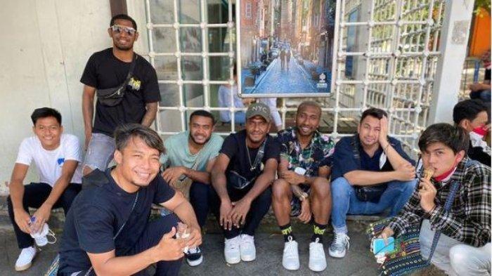 Bawa Tim ke Turki, Raffi Ahmad Pamer Rasanya Nongkrong di Emperan Toko: Kebersamaan Luar Biasa