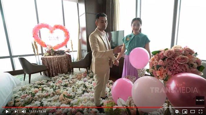 Raffi Ahmad merasa beruntung sang istri tercinta, Nagita Slavina memilih kado pergi ke Labuan Bajo.
