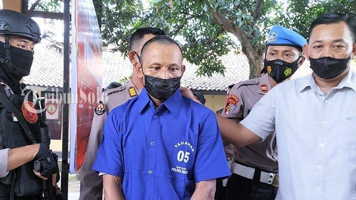 Sosok SW (41), pelaku pencabulan terhadap remaja di Sragen, Jawa Tengah. Ia terancam hukuman penjara 15 tahun seusai bertahun-tahun mencabuli keponakannya hingga hamil 17 minggu.