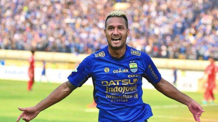 Mantan pemain Persib Bandung, Raphael Maitimo.