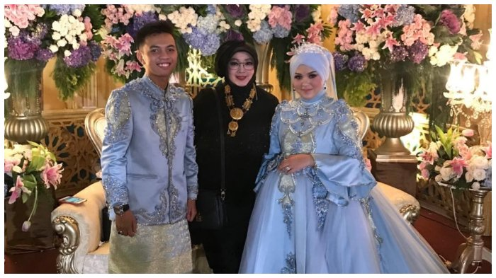 Rina Gunawan bersama H Muhammad Prayudha alias H Yudha dan Hj Nur Zakiroh alias Izha