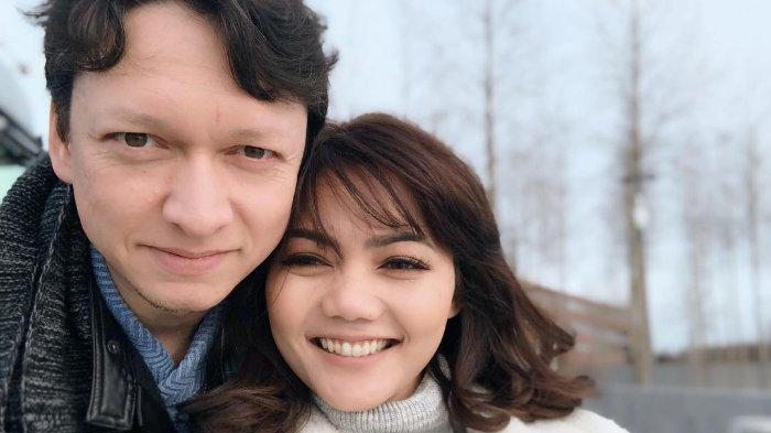 Meski Sulit Urus Administrasi, Rina Nose dan Josscy Vallazza Tetap akan Menikah di Belanda