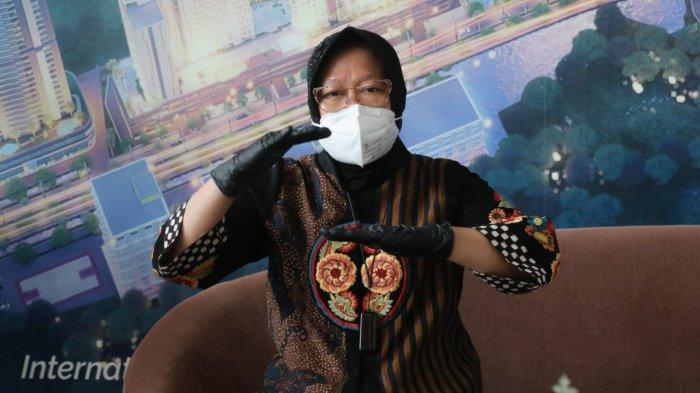 BEKASI (8 Januari 2020) - Menteri Sosial RI Tri Rismaharini mengantarkan 5 orang Pemerlu Pelayanan Kesejahteraan Sosial (PPKS) untuk bekerja di Grand Kamala Lagoon, Bekasi, Jumat pagi (8/1). Terbaru, dituding berbohong saat melakukan blusukan, Risma dilaporkan ke Polda Metro Jaya, Senin (11/1/2021).