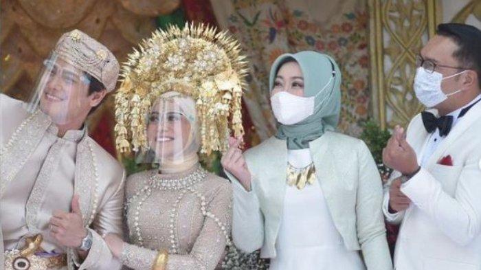 Momen Rizky Billar dan Lesti Kejora berswa-foto dengan Gubernur Jawa Barat Ridwan Kamil beserta istri, Atalia Praratya, Minggu (5/9/2021).