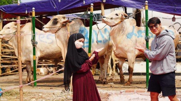 Rizky Billar membeli tiga ekor sapi kurban untuk merayakan hari raya Idul Adha 2021