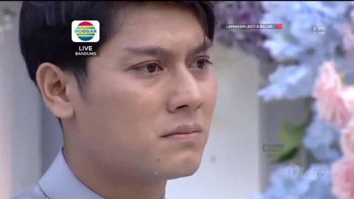 Rizky Billar menangis saat melamar Lesti Kejora, Minggu (13/6/2021).