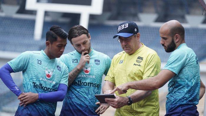 Laga Berat Lawan Bhayangkara FC, Persib Bandung Tak Diperkuat Marc Klok, Siapa Teman Duet Rashid?