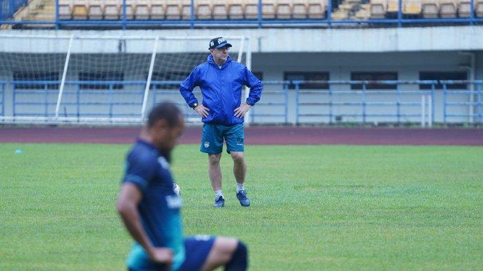 Tidak Melulu soal Kritikan, Bobotoh Juga Ucapkan Ini untuk Pelatih Persib Bandung Robert Alberts