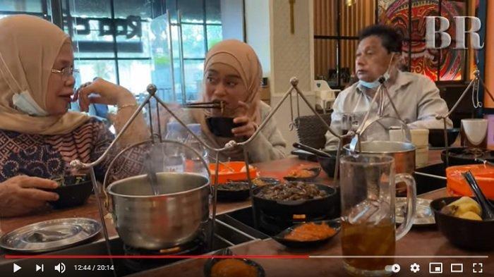 Rosmala Dewi mengadukan kelakuan Rizky Billar pada pedangdut Lesti Kejora.