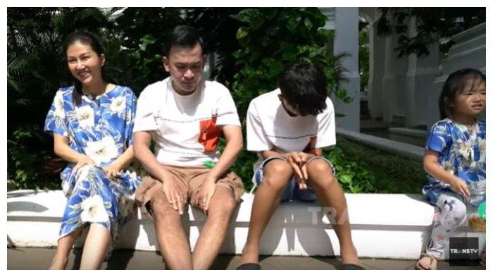 Momen Keluarga Ruben Onsu Berjemur di Bawah Terik Matahari, Betrand Peto dan Thalia Mengeluh