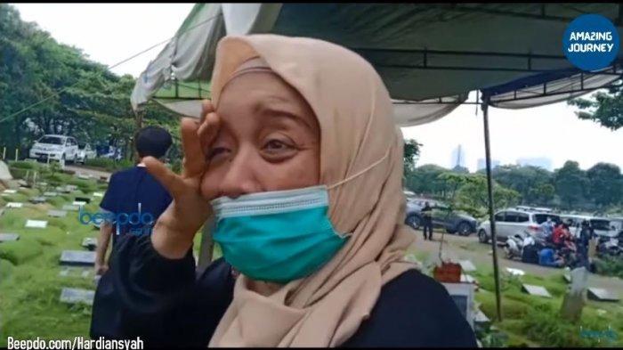 Tangis Pilu Sahabat Rina Gunawan Ceritakan Sosok Istri Teddy Syach, Dewi: Dari Kuliah Kita Sama-sama