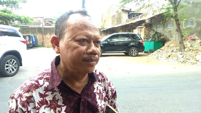 Pak Marimin atau Pak Tug, penjual Sate Kere Presiden di Jalan Arifin 63, Jebres, Kota Surakarta, Jawa Tengah, Jumat (26/4/2019). (TribunWow.com/Lailatun Niqmah)