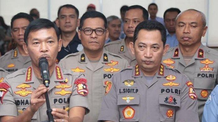 Kapolri Jenderal Polisi Idham Aziz (kiri) dan Kabareskrim Polri Komjen Pol Listyo Sigit Prabowo (kanan). Komjen Listyo diusulkan oleh Presiden RI Joko Widodo (Jokowi) sebagai calon Kapolri pengganti Jenderal Idham Aziz.