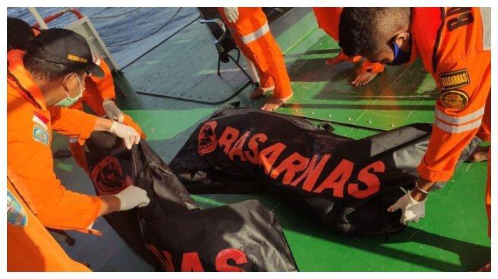 Detik-detik Evakuasi Penumpang KM Kasih 25 yang Tenggelam di Kupang, 2 Jasad Anak-anak Ditemukan