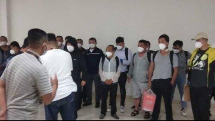 Sebanyak 20 TKA China tiba di Bandara Internasional Sultan Hasanuddin, Makassar, Sulawesi Selatan pada Sabtu (3/7/2021) malam.