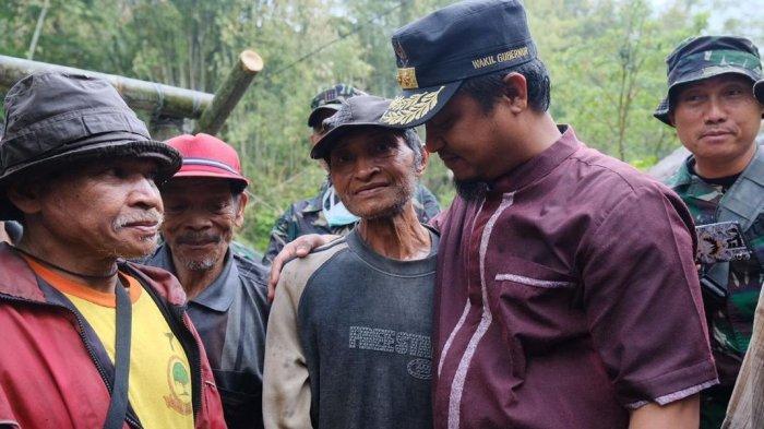 Kisah Kakek Samsul, Seorang Diri Kikis Gunung Pakai Linggis Selama 10 Tahun demi Buka Jalan Desa