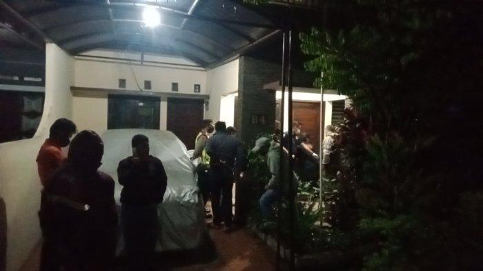 Seorang lansia ditemukan tewas di rumahnya di Komplek Buana Cigi Kelurahan Sekejati Kecamatan Buahbatu Kota Bandung, Kamis (18/2/2021) sekira pukul 18.30-an.