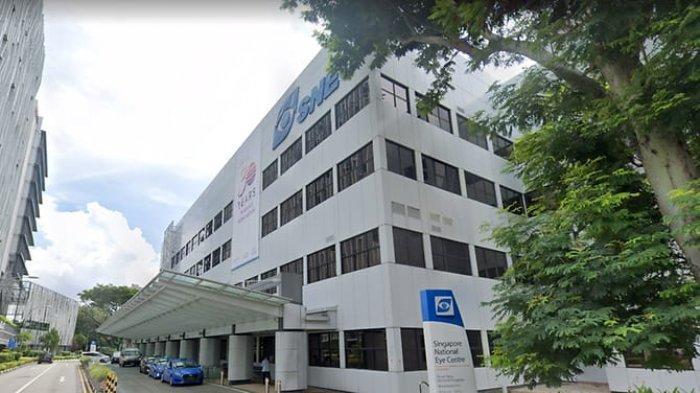 Tampak Rumah Sakit Mata Singapura atau Singapore National Eye Centre (SNEC). Seorang staff SNEC menerima 5 dosis suntikan vaksin sekaligus karena kesalahan nakes.