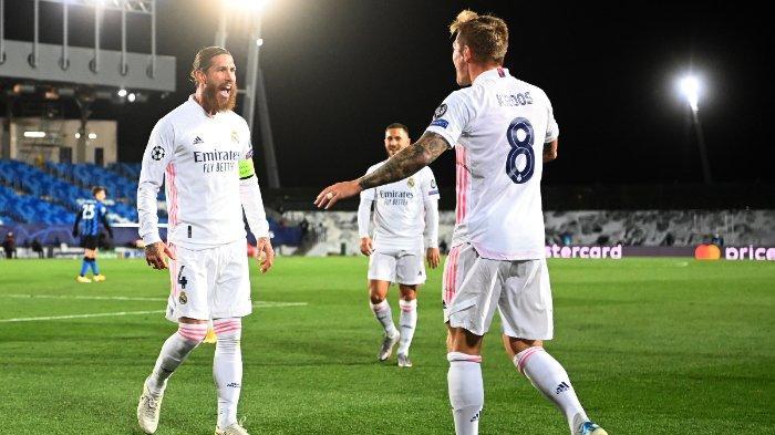 Sergio Ramos (kiri) merayakan golnya pada laga ketiga Grup B Liga Champions yang mempertemukan Real Madrid vs Inter Milan di Stadion Alfredo Di Stefano, Rabu (4/11/2020) dini hari WIB.