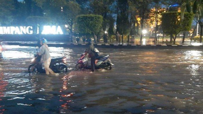 Simpang Lima Semarang dan Kantor Gubernur Jateng Terendam Banjir, Arus Lalu Lintas Sempat Dialihkan